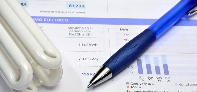 Baixa la teva potència contractada, el nostre consell per afrontar la nova pujada de l'electricitat